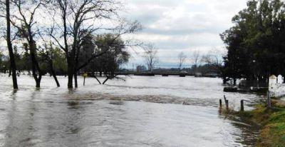 Hay más de 1600 evacuados por el desborde de ríos y arroyos