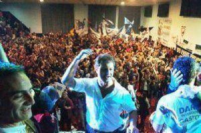El FpV cerró su campaña con una multitud en el club 22 de Octubre
