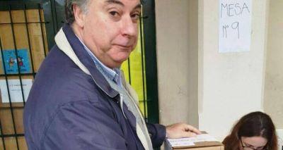 """Paso 2015: Barbieri votó y se quejó por la """"falta de organización"""" en la Escuela Normal"""