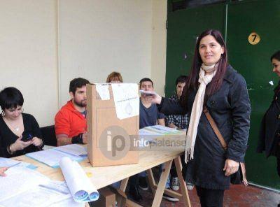 """Simioni votó y cuestionó que """"hubo algunos faltantes de boletas"""""""