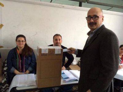 """Melzi emitió su voto: """"Con la fiesta de la democracia adquirimos experiencia en sufragar tranquilamente"""""""