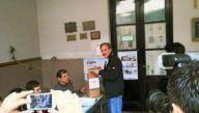 La Plata: Votó José Arteaga, del Frente Renovador