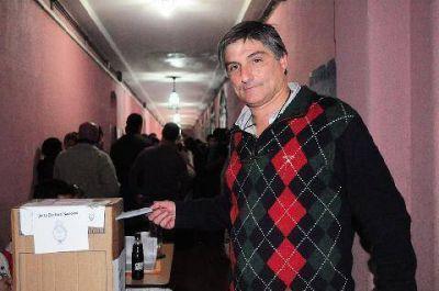 Ariel Giacoia: �Siempre es gratificante venir a votar�