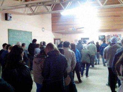 Largas colas en algunos centros de votación