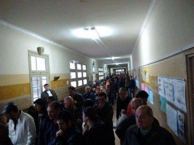 En Junín se vota con normalidad, pero la lluvia demoró la concurrencia a las urnas