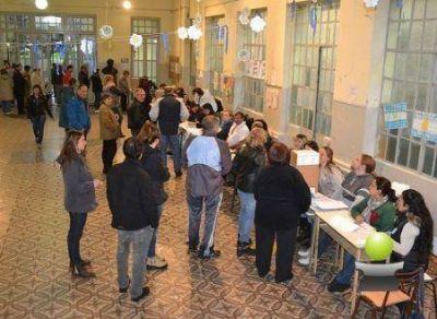 BRAGADO ELIGE. PASO 2015 CON MUCHA LLUVIA Y MENOS AFLUENCIA DE VOTANTES