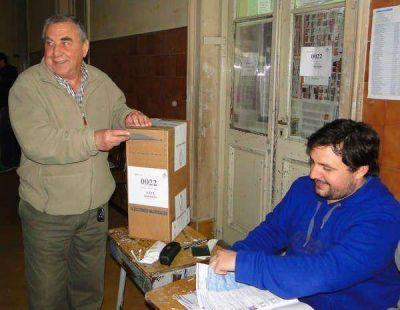 BURGOS EMITIÓ EL VOTO Y PIDIÓ EL SUFRAGIO ELECTRÓNICO