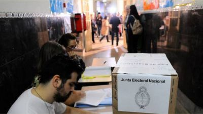 Cerraron las primarias y se espera un recuento lento de los votos