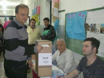 """Gustavo Asnaghi emitió su voto: """"Las elecciones son la máxima expresión de la democracia"""""""