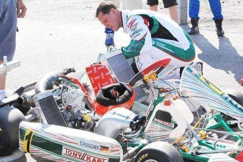 A falta de F.1, Schumy anda en karting.