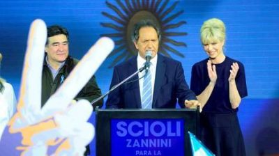 Un Scioli enérgico dedicó su triunfo a Néstor y Cristina Kirchner