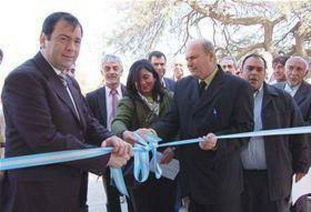 Habilitan escuela, camino y red eléctrica en Beltrán