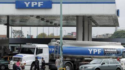 Desde que se expropi�, YPF ya aument� la nafta un 126%
