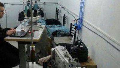 Clausuran taller clandestino: había 25 trabajadores encerrados