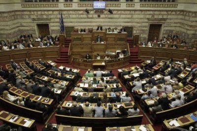 El Parlamento griego vota los duros ajustes unidos al tercer rescate financiero