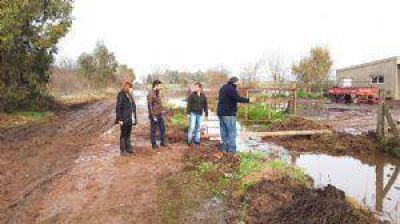 8 familias evacuadas por el avance del agua