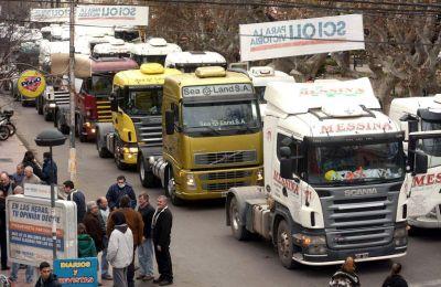 Queja de camioneros por el negocio del centro de servicios