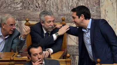Parlamento griego aprob� las reformas para el tercer rescate