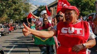 Aunque mucho menor que las protestas, Dilma Rousseff tuvo su marcha a favor