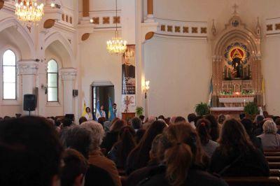 """""""La Virgen María es el modelo ejemplar de la Iglesia, un gran signo de esperanza y de consuelo para todos"""""""