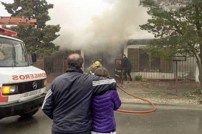 En r�pida intervenci�n bomberos controlan incendio en Rada Tilly