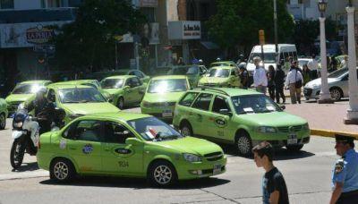 Protesta de remiseros de C�rdoba por el centro de la ciudad