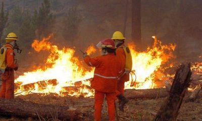Siete dotaciones de bomberos combat�an ayer un incendio en el valle de Traslasierra