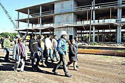 Vecinalistas repudian a Arroyo por querer desactivar la construcción del centro cívico