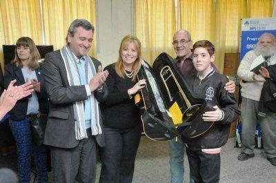 Entregaron 115 instrumentos a orquestas juveniles