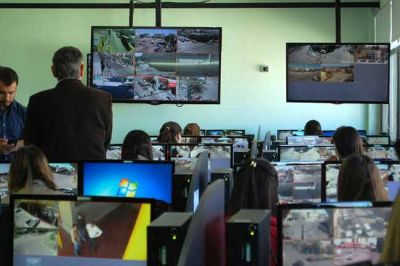 Jorge inaugur� el centro de monitoreo de videovigilancia