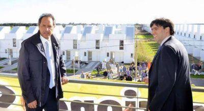 Acompañado por Bossio, Scioli hizo pie en San Nicolás y destacó la política habitacional oficial