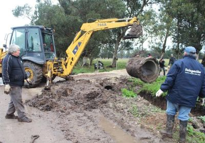 Mar Chiquita: Intensos trabajos de zanja y desagüe en la costa del distrito