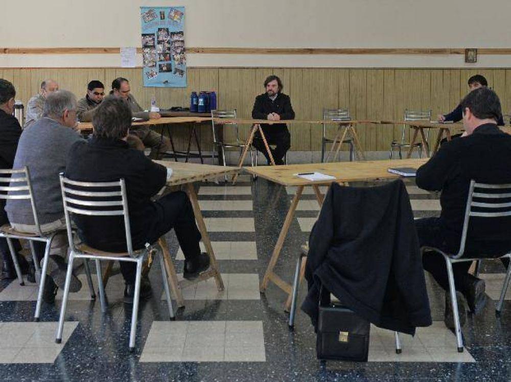 Sacerdotes rosarinos impulsan la formación de una pastoral villera