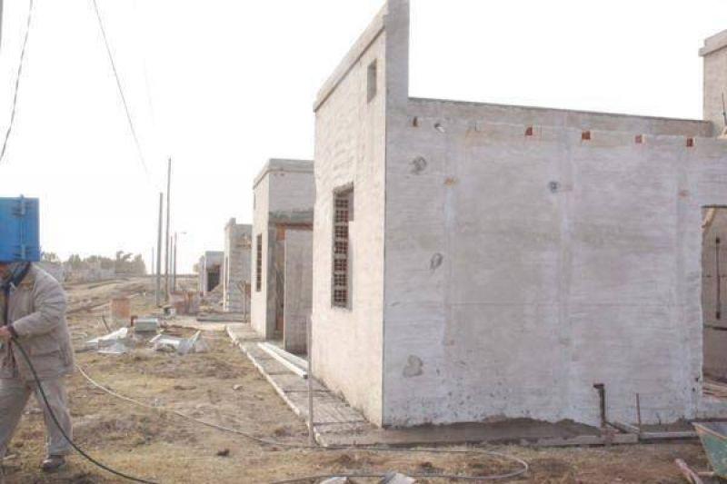 Compromiso para que en 60 días se firme un convenio para construcción de cinco nuevas casas