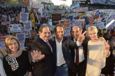 """En Tucumán, Scioli apoyó a Manzur y criticó a la """"alianza del ajuste"""""""