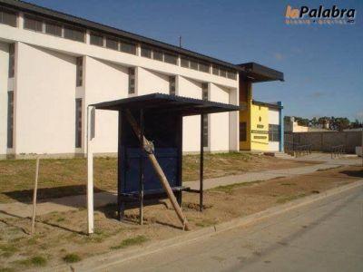 Instalan nuevos refugios para usuarios del transporte de pasajeros