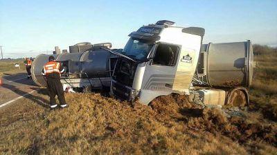 Selva: un herido en impresionante cu�druple choque de camiones