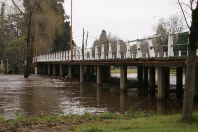 Proyectan construir ocho represas para mitigar las inundaciones en el río Luján