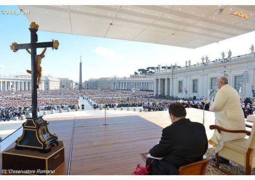 Testimonien con su vida a Jesús: amor de Dios, que sana y perdona, pide el Papa al Meeting por la amistad entre los pueblos
