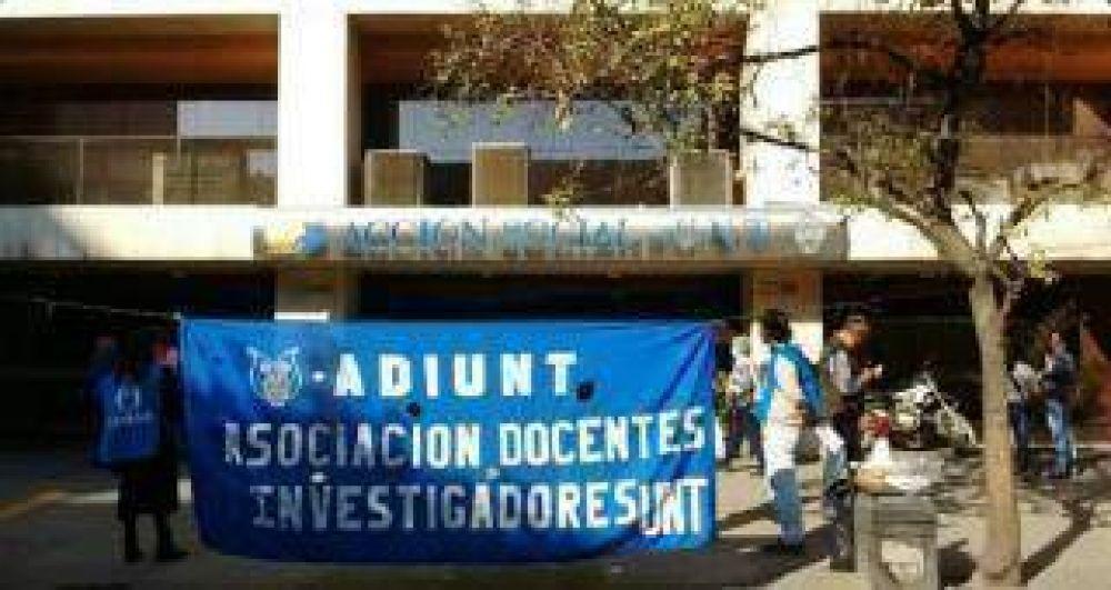 Adiunt exige una auditoría en la Acción Social de la UNT