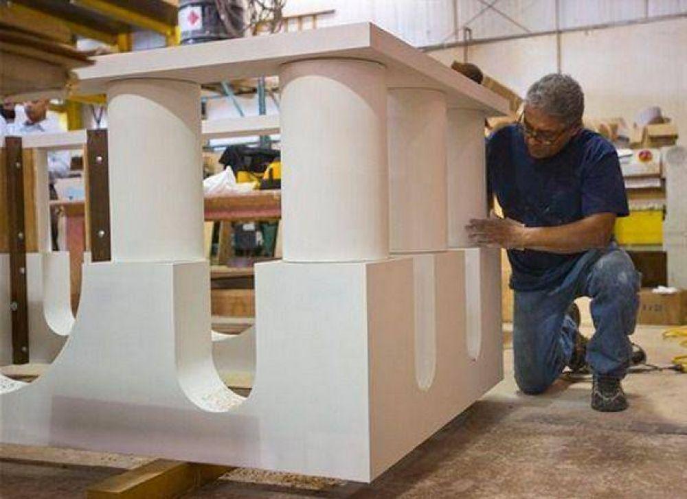 Artesano latino construye altar donde el Papa Francisco celebrará Misa en Estados Unidos