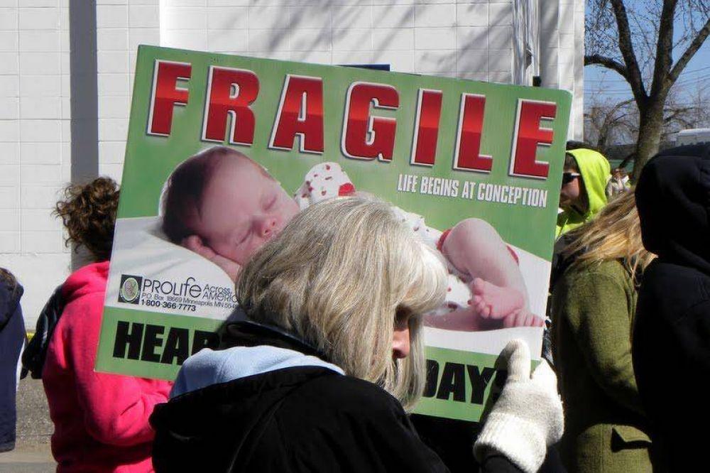 Miles de personas protestan contra Planned Parenthood en EEUU