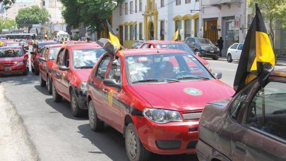 """Taxistas se movilizan por el precio """"abusivo"""" del GNC"""
