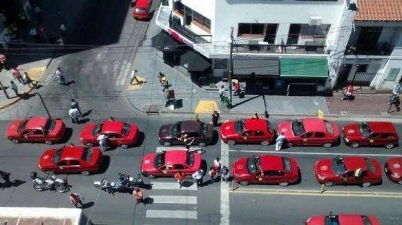 Taxistas salteños se movilizan hoy en el centro por el precio del GNC