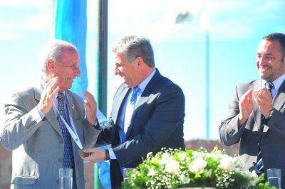 El gobernador Poggi entregó la máxima distinción de la Provincia a Américo Moroso