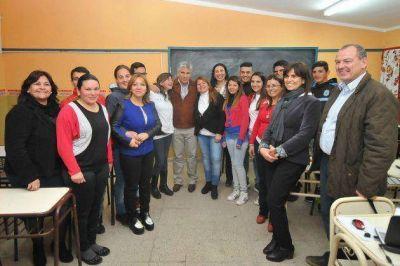 El gobernador Poggi visitó a los alumnos del PIE de la Villa de la Quebrada