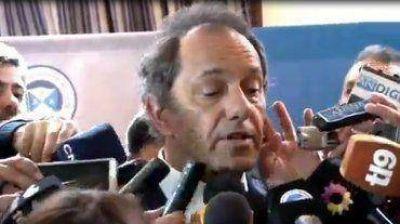Daniel Scioli imitó a Riquelme para chicanear a Mauricio Macri: