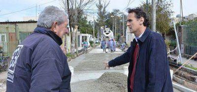 Katopodis supervisó las nuevas obras de asfalto en Villa Lanzone
