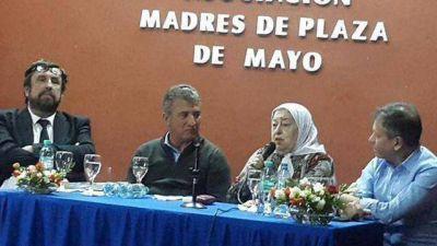 Urribarri recibió el pañuelo de las Madres de Plaza de Mayo