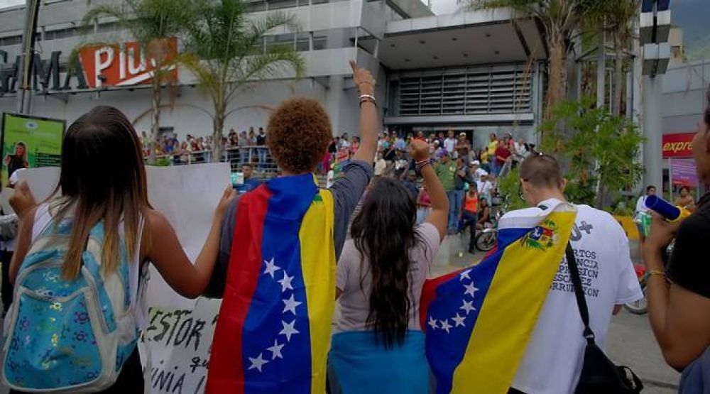 Venezuela está en crisis por copiar modelo comunista de Cuba, alerta Mons. Lückert